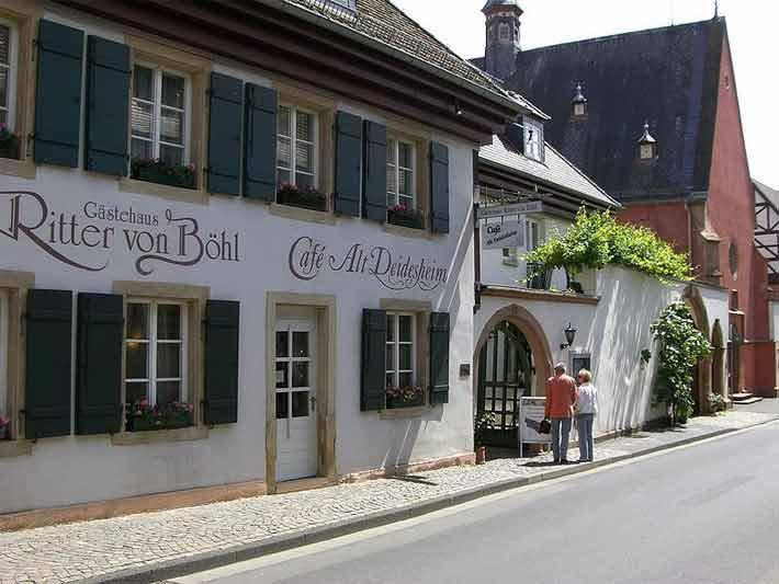 Gästehaus und Spitalskapelle in Deidesheim