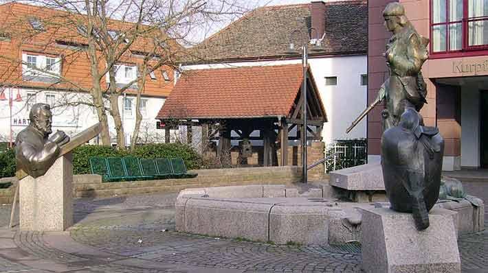 Lederstrumpfbrunnen in Edenkoben