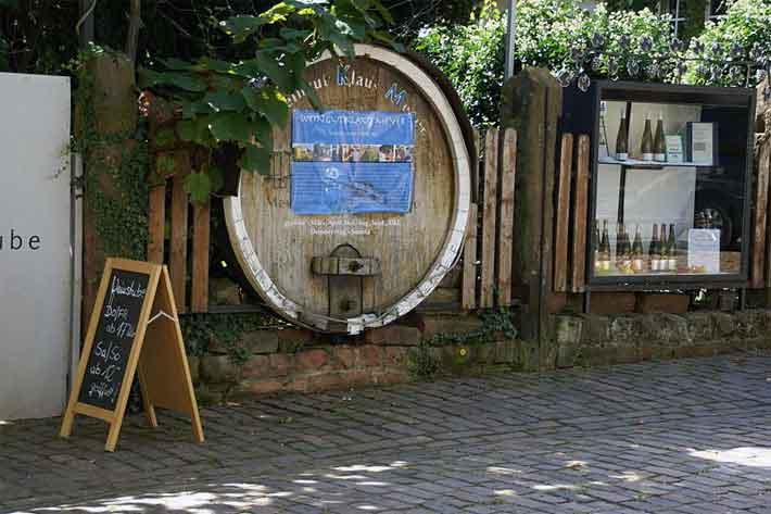 Weingeschäft in der Theresienstrasse, Rhodt unter Rietburg